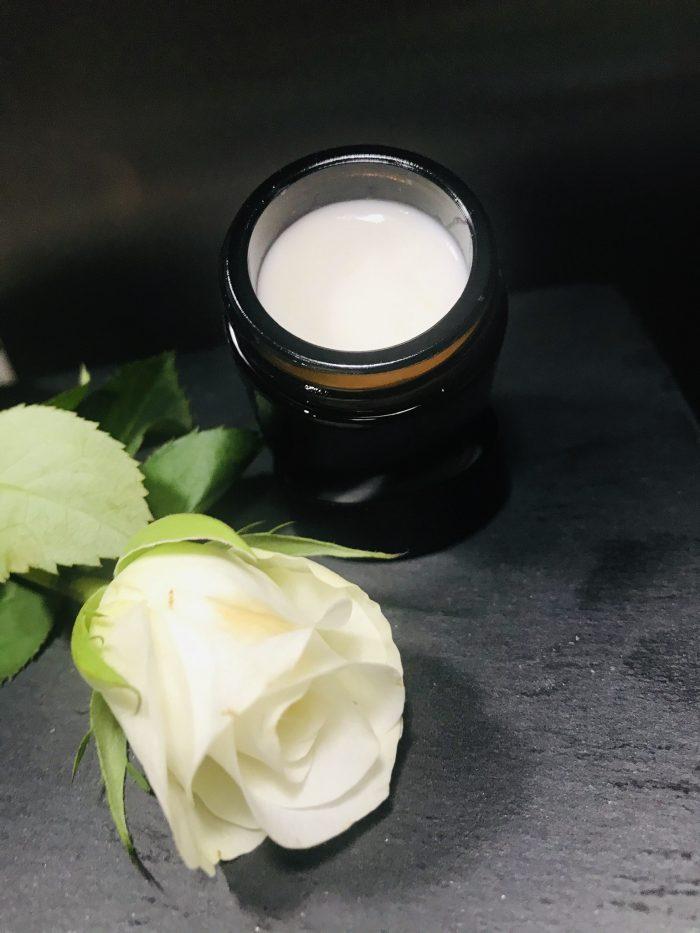 Amber powder & caffeine face cream