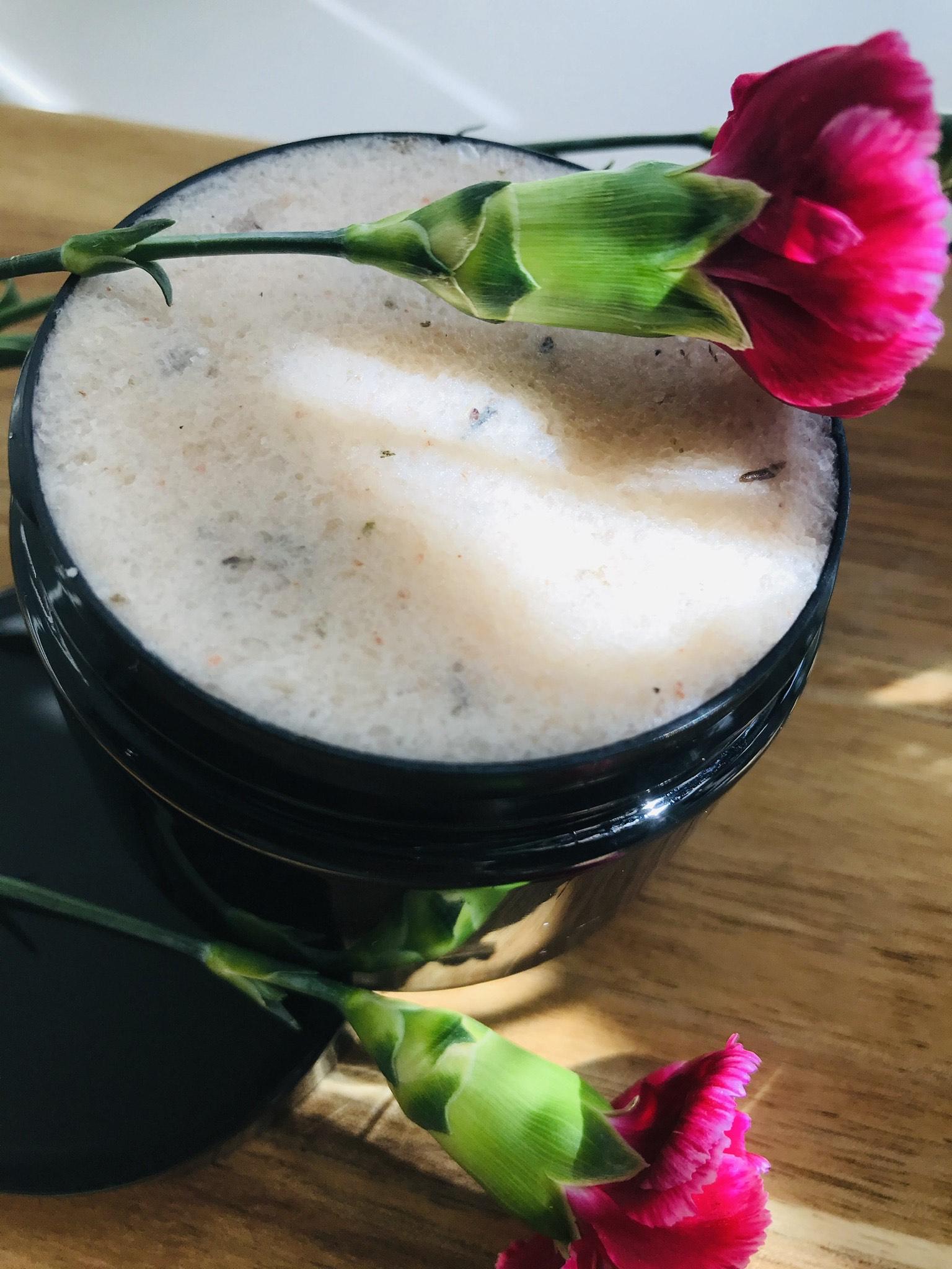 Sage & Thyme Honey & sea salt body scrub
